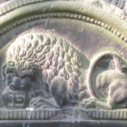 Lew na nagrobku z początku XIX w. na cmentarzu żydowskim przy ulicy Okopowej w Warszawie